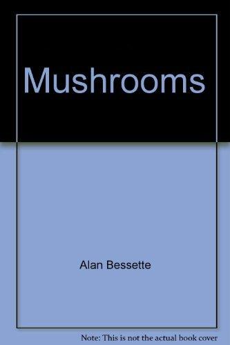 9780026152600: Mushrooms