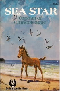 9780026887618: Sea star: Orphan of Chincoteague (The Marguerite Henry horseshoe library)