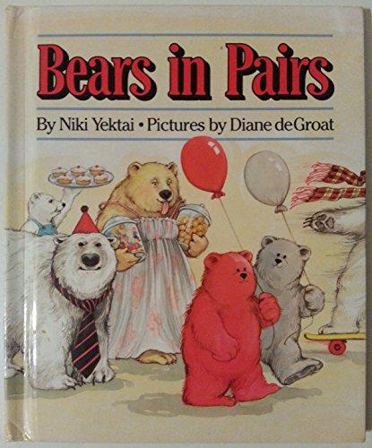 9780027936919: Bears in Pairs