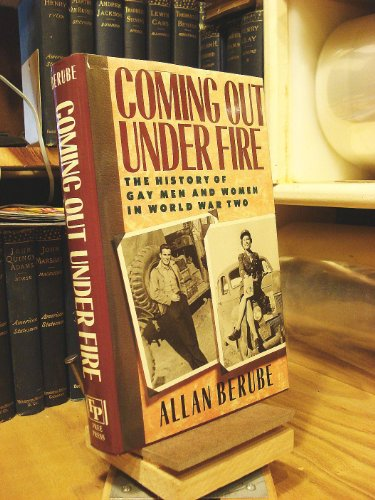 9780029031001: Coming Out Under Fire: The History of Gay Men and Women in World War Two