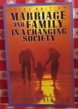 9780029144718: Marriage and family in a changing society