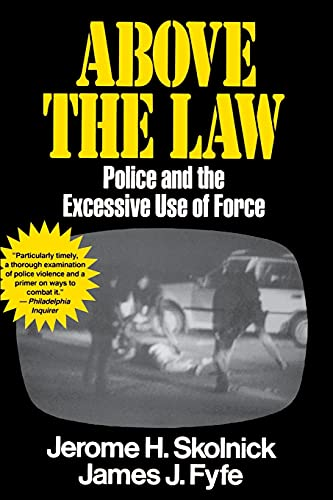 9780029291535: Above the Law Police and the Excessive Use of Force