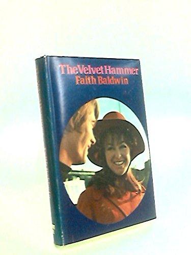 9780030763854: The velvet hammer