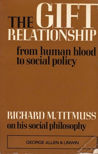 9780043010273: The Gift Relationship: From Human Blood to Social Policy