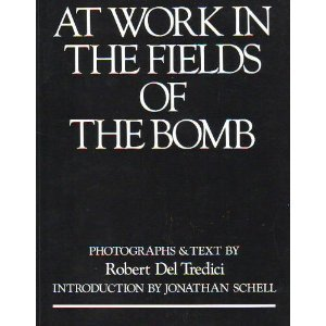 9780060961640: At Work in the Fields of the Bomb