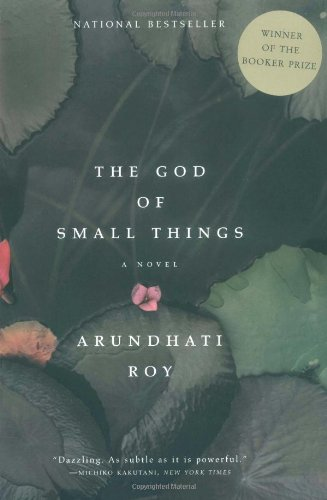 9780060977498: The God of Small Things