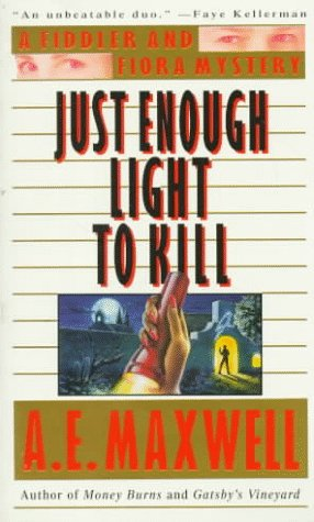 9780061041112: Just Enough Light to Kill (A Fiddler and Fiora Mystery)