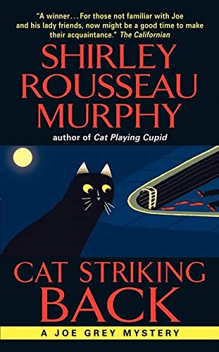 9780061124006: Cat Striking Back (Joe Grey Mystery Series)