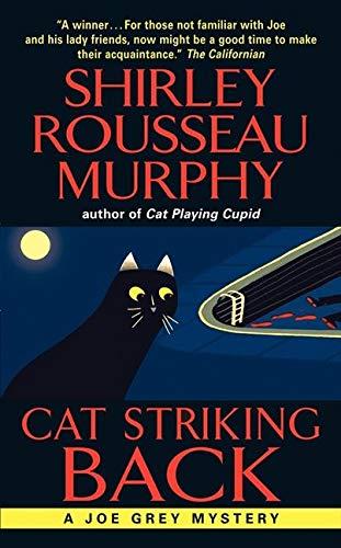 9780061124006: Cat Striking Back (Joe Grey Mystery Series)