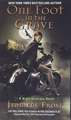 9780061245091: One Foot in the Grave (Night Huntress, Book 2)