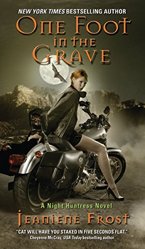 9780061245091: One Foot in the Grave: A Night Huntress Novel