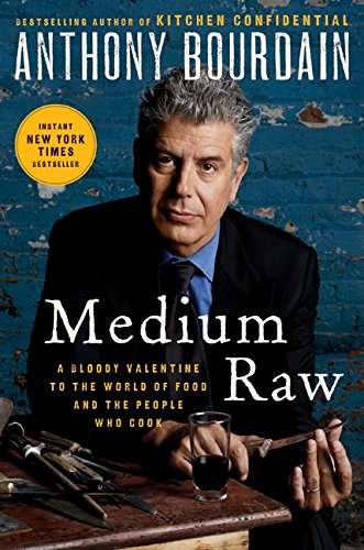 9780061718946: Medium Raw: A Bloody Valentine to the World of Food and the People Who Cook