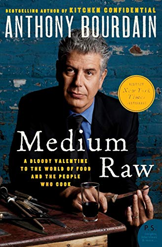 9780061718953: Medium Raw: A Bloody Valentine to the World of Food and the People Who Cook
