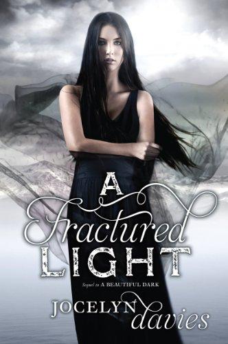 9780061990687: A Fractured Light (Beautiful Dark)