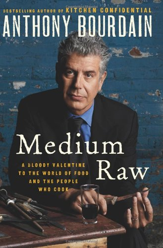 9780062062314: Medium Raw: A Bloody Valentine to the World of Food and the People Who Cook