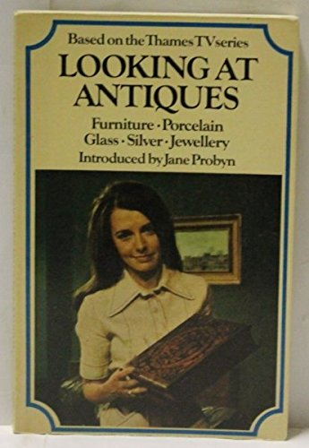 9780091105815: Looking at Antiques