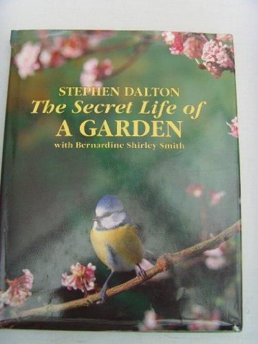 9780091771423: The Secret Life of A Garden