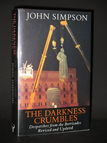 9780091772529: The Darkness Crumbles: Despatches from the Barricades