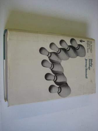 9780094560000: Media sociology: A reader (Sociology and social welfare series)