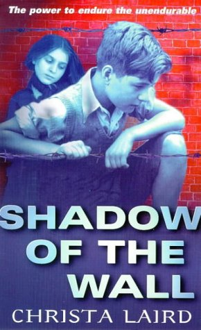9780099400578: Shadow Of The Wall