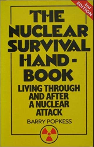 9780099401100: The nuclear survival handbook: Living through and after a nuclear attack
