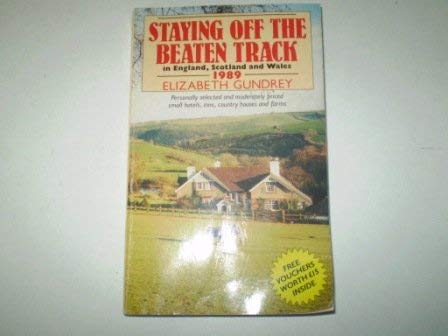9780099555902: Staying Off the Beaten Track