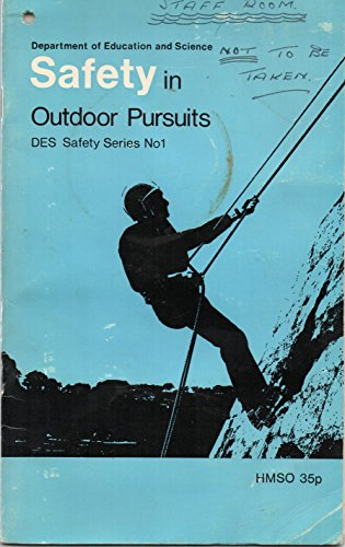 9780112703174: Safety in Outdoor Pursuits (DES safety series)