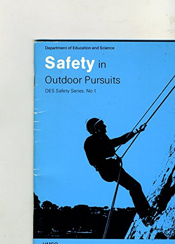 9780112704898: Safety in Outdoor Pursuits (DES safety series)