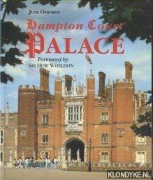 9780112904847: Hampton Court Palace