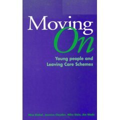 9780113218912: Moving On: Young People and Leaving Care Schemes