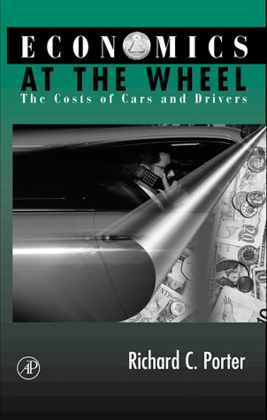 9780125623612: Economics at the Wheel: The Costs of Cars and Drivers
