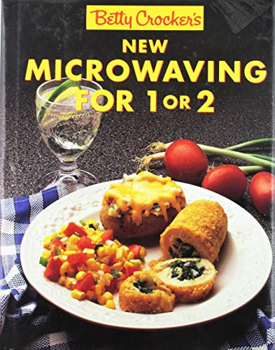 9780130736857: Betty Crockers New Microwaving for One or Two