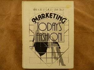 9780135581551: Marketing Today's Fashion