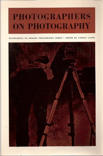9780136647553: Photographers on Photography (Foundations of Modern Photography)