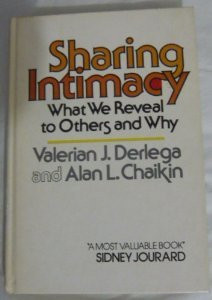 9780138078591: Sharing Intimacy: What We Reveal to Others and Why