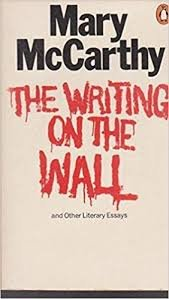 9780140036336: The Writing On The Wall and Other Literary Essays