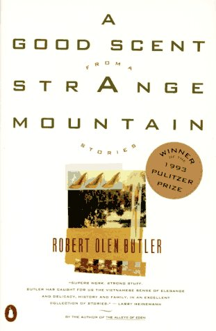 9780140176643: A Good Scent from a Strange Mountain: Stories