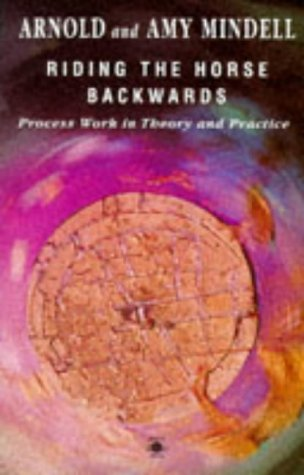 9780140193206: Riding the Horse Backwards: Process Work in Theory And Practice (Arkana S.)