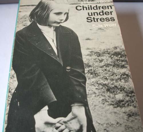 9780140215489: Children under Stress.