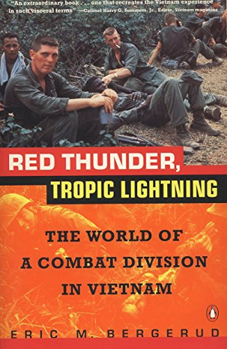 9780140235456: Red Thunder Tropic Lightning: The World of a Combat Division in Vietnam