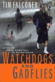 9780140297201: Watch Dogs and Gadflies: Activism from Marginal to Mainstream