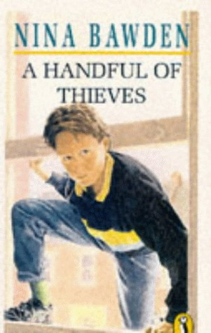 9780140304725: A Handful of Thieves (Puffin Books)