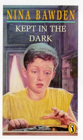 9780140315509: Kept in the Dark (Puffin Books)