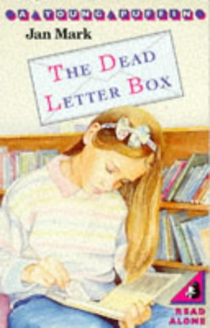 9780140316193: The Dead Letter Box (Young Puffin Books)