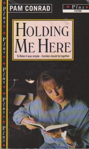 9780140329315: Holding Me Here (Plus)