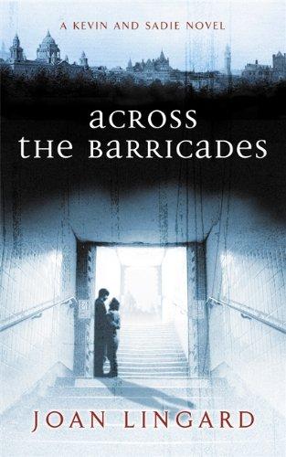 9780140371796: Across The Barricades (The Originals)
