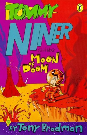 9780140375923: Tommy Niner And The Moon Of Doom (Young Puffin developing reader)