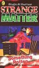 9780140382761: Strange Matter: Something Rotten 11