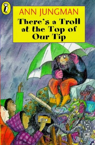 9780140388350: There's a Troll at the Top of Our Tip (Young fiction read alone)