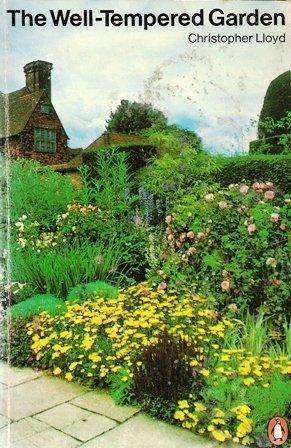 9780140462876: Well-tempered Garden (Penguin handbooks)
